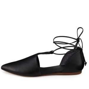 VINCE NOELLA LEATHER LACE UP FLAT BLACK LAST ONE!
